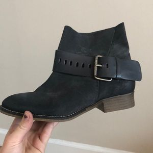 nwot Spanish leather lined booties with buckle